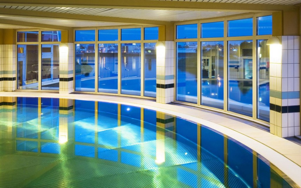 Holiday Inn Hamburg Pool Hallenbad