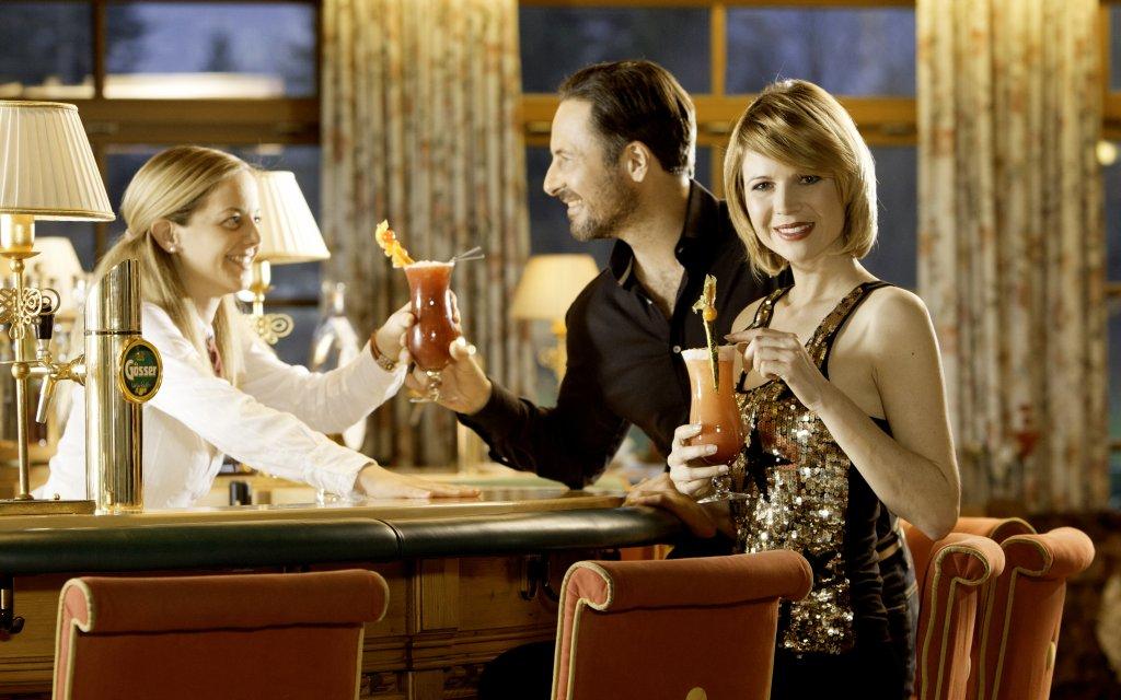 Paar an der Bar