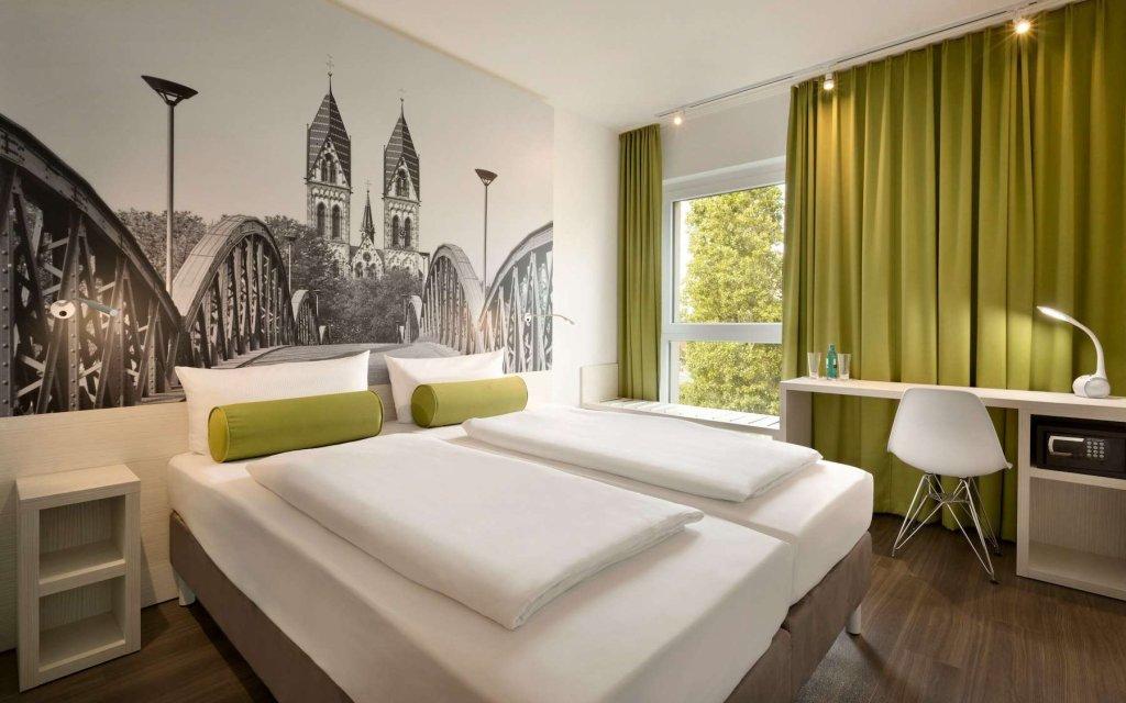 Freiburg Super8 Zimmer Doppelzimmer