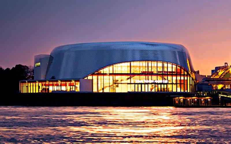 Stage Theater an der Elbe in Hamburg von außen