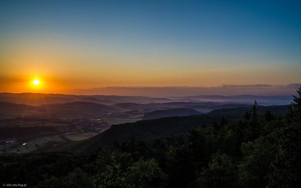 Ausblick auf das Heuscheuergebirges bei Sonnenuntergang