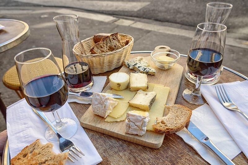 Käse und Wein in Paris