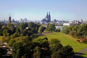 Rheinpark mit Domblick c Köln Tourismus GmbH Dieter Jacobi