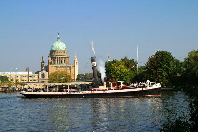 Weiße Flotte im Hafen Potsdam