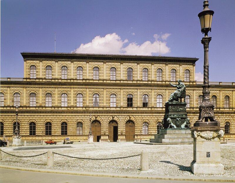 Koenigsbau der Residenz München