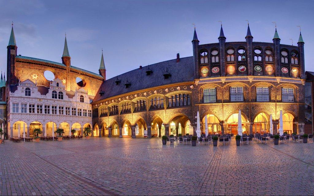 Lübeck Rathausmarkt Abendstimmung
