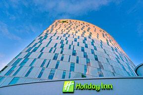 Das Holiday Inn Hamburg City Nord von außen.