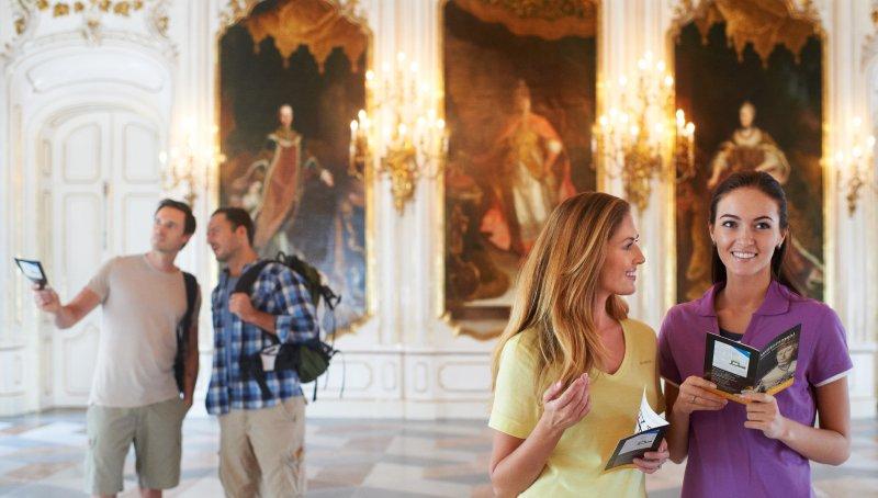 Hofburg Innsbruck mit Besuchern