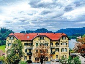 Außenansicht des Hotels Triglav mit Blick auf den See von Bled.