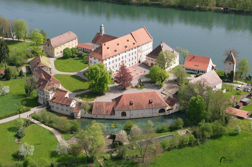 Schlosshotel Beuggen von oben mit Rhein im Hintergrund