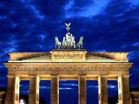 Berliner Tor beleuchtet