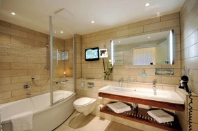 A Hotel Zimmer D Deluxezimmer Badezimmer