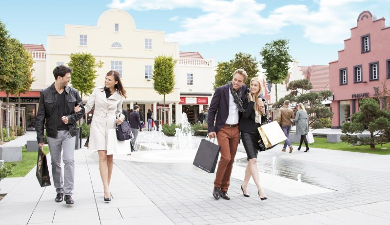 Paare im The style Outlet Roppenheim