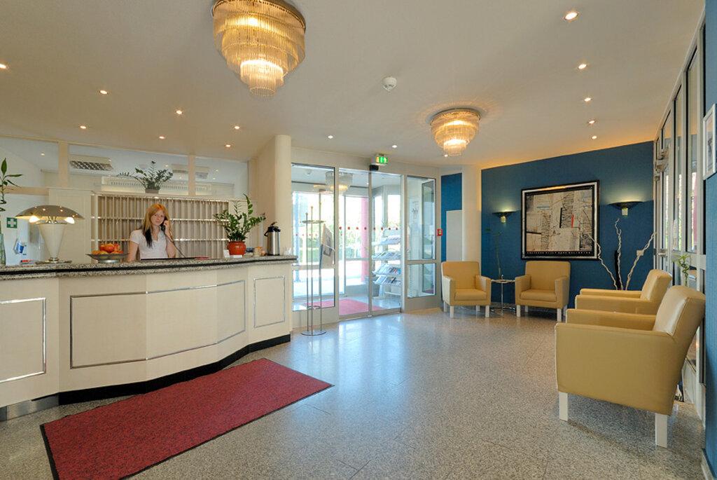 Sindelfingen Nordic Hotel Rezeption Lobby