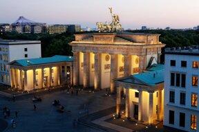 Brandenburger Tor abends c visitBerlin Wolfgang Scholvien