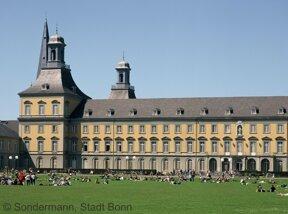 Universität mit Hofgarten
