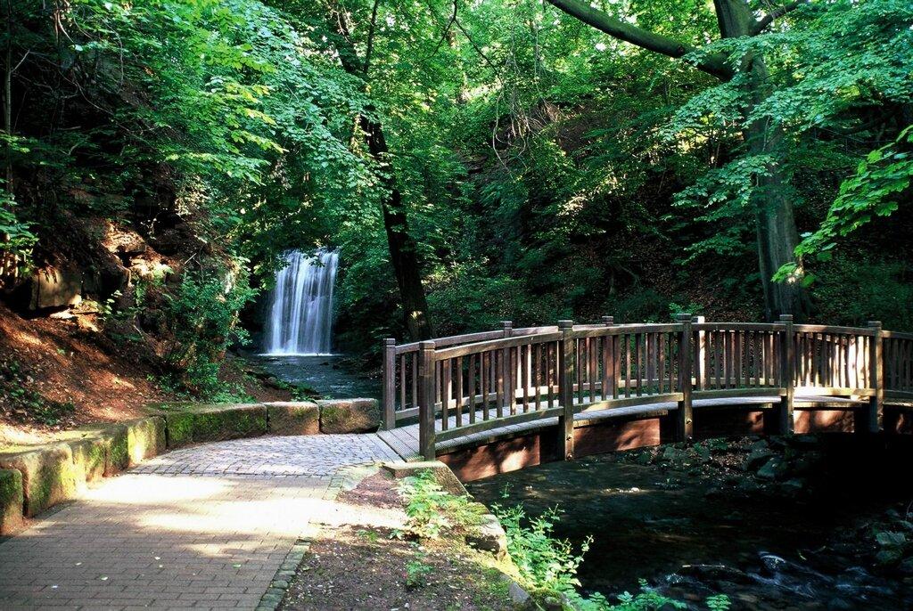 Wasserfall im Heinrich-Heine-Kurpark