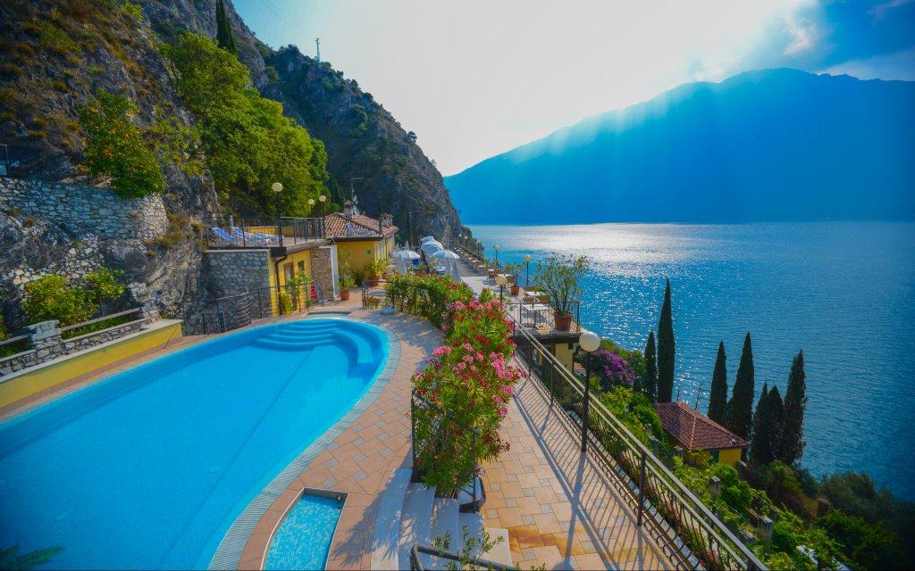 Hotel Villa Dirce Pool Ausblick