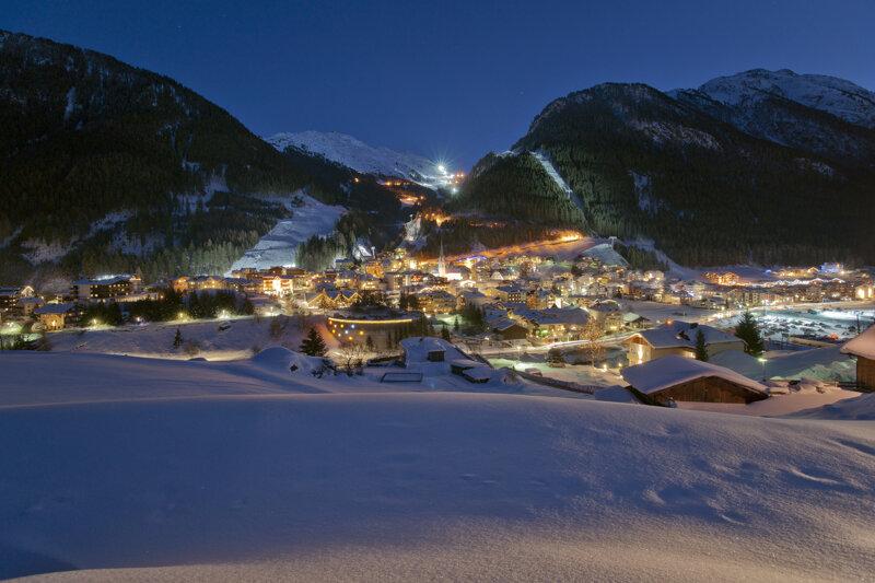 Skigebiet Ischgl bei Nacht, wunderschön beleuchet