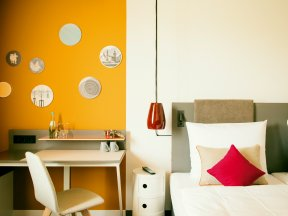 Vienna House Easy Leipzig Room Orange Beispiel