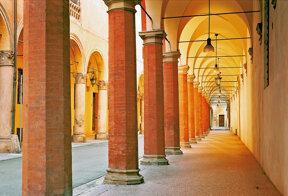 lange Arkadengänge in Bologna