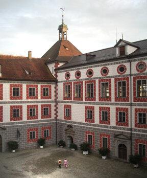 Wolfegg Schloss, Innenhof c Andreas Praefcke, wikimedia