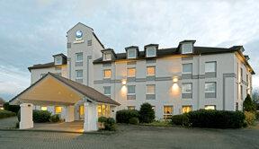 Best Western Hotel Cologne Airport in Troisdorf von außen bei Nacht