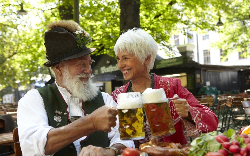 Paar in München Biergarten