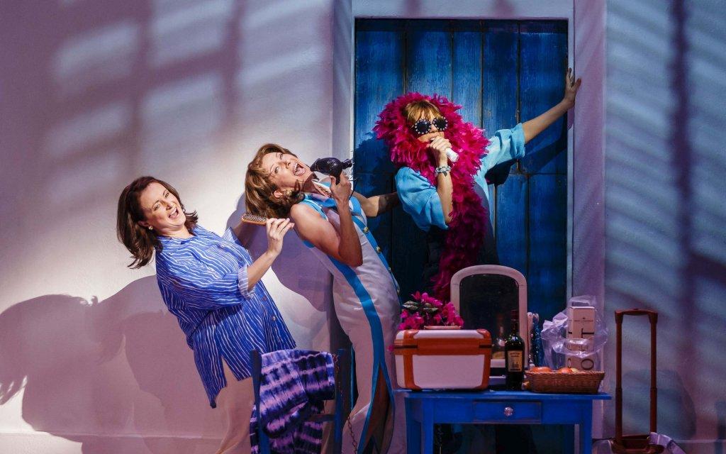 Donna und ihre zwei Freundinnen in Mamma Mia