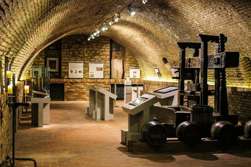Gewölbekeller des Festetics Taverna Museums