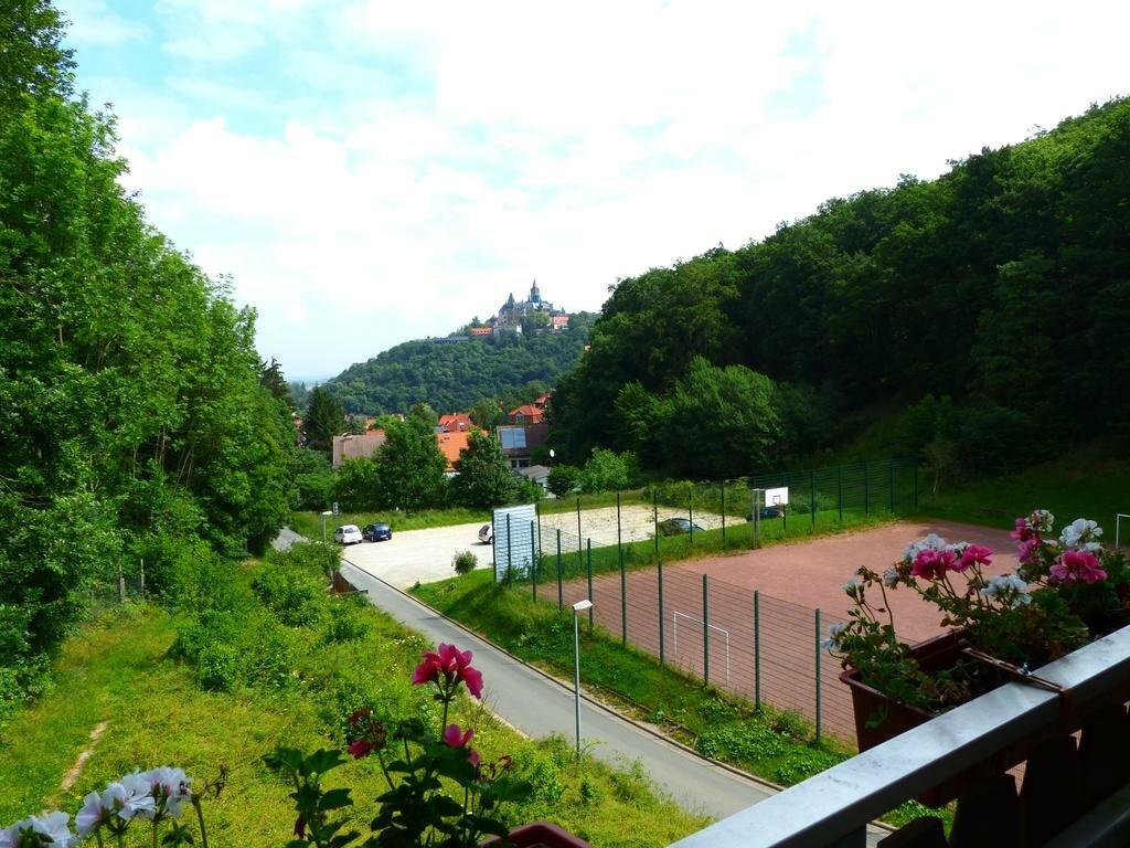 Wernigerode Hotel Schanzenhaus Blick von Terrasse auf Schloss Wernigerode