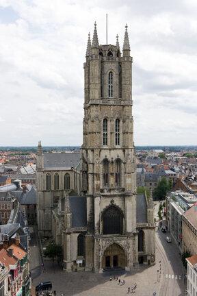 die beeindruckende St.-Bavo-Kathedrale in Gent, älteste Pfarrkirche der Stadt