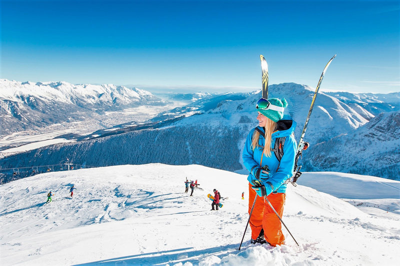 Skifahrerin im Skigebiet Axamer Lizum