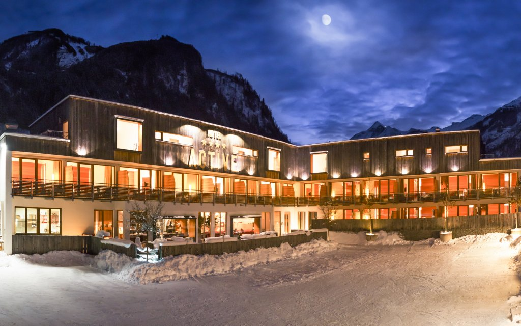 ACTIVE by Leitner`s StyleHotel & SPA Kaprun Außenansicht Winter