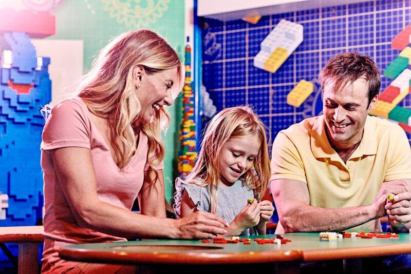 Familie beim Spielen LEGOLAND® Discovery Centre
