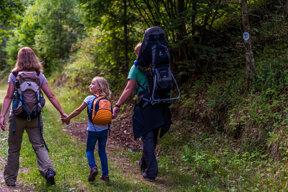 Wanderfamilie im Wald rund um Höchenschwand, Schwarzwald