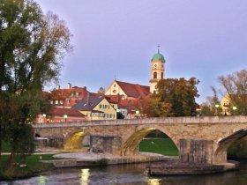 Brücke mit Stadtamhof Krouglov RTG