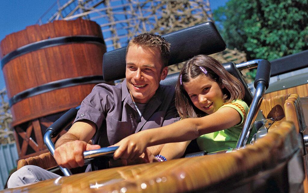 Vater und Tochter im Movie Park Germany