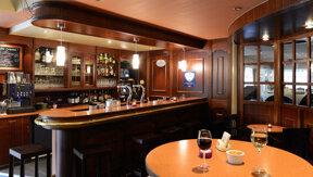 Bar hotel Born