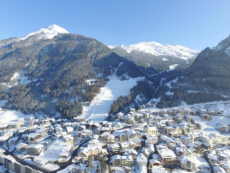 Schneebedecktes Ischgl, Österreich
