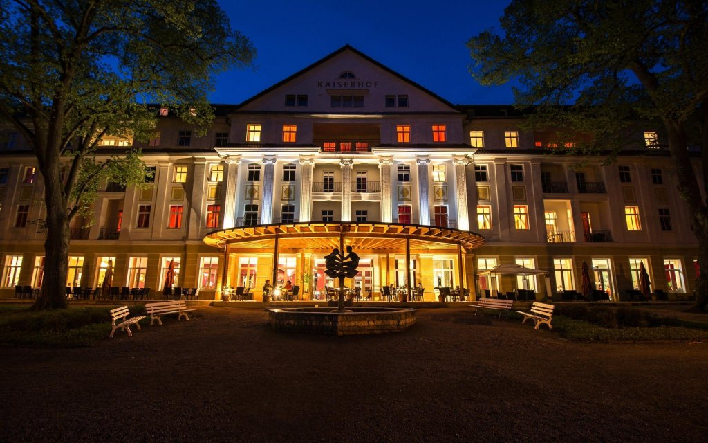 Bad Liebenstein Kulturhotel Kaiserhof aussen Außenaufnahme