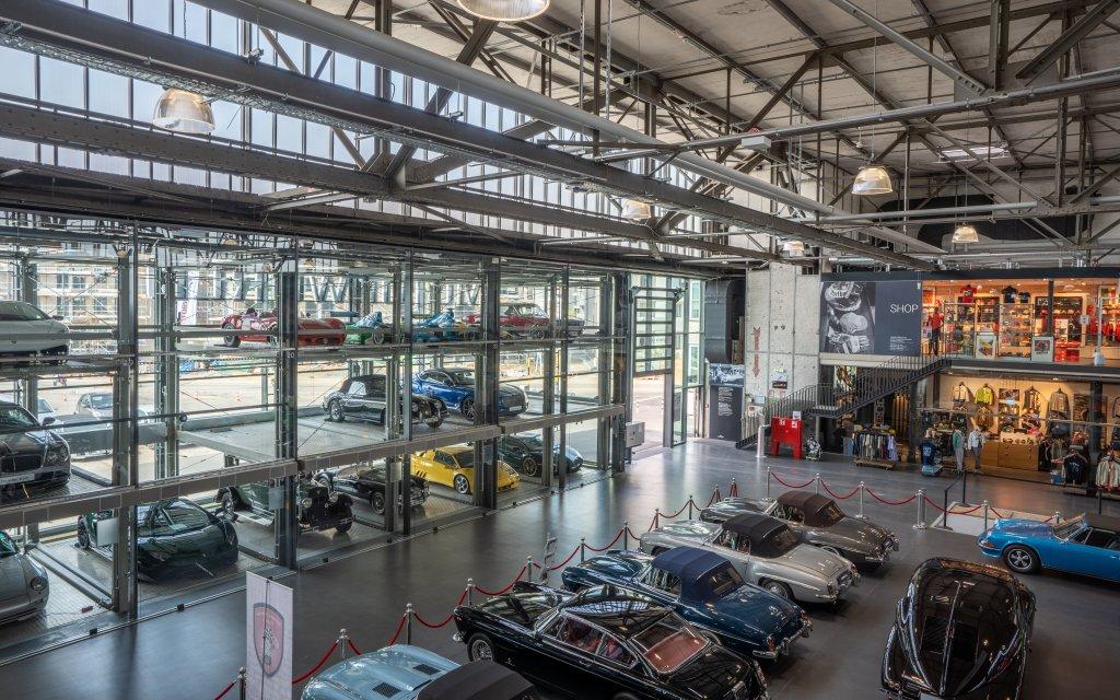 V8 Hotel Köln @ Motorworld Autos Lobby
