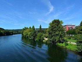 Aussenansicht mit Fluss 2