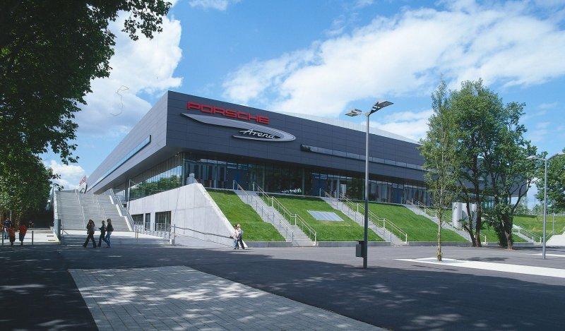 Porsche Arena von außen