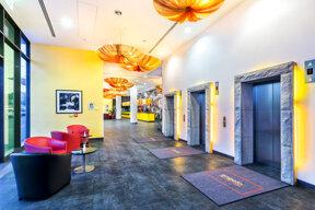 Hotel-angelo-Pilsen-Lobby-Legi-2013-hires