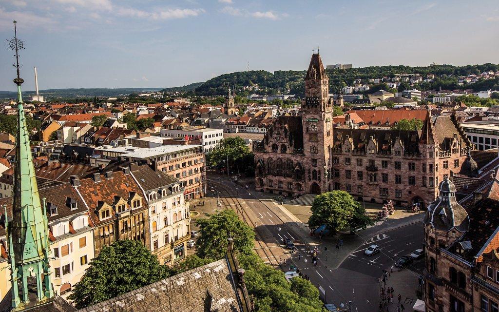 Blick auf Saarbrücken mit Rathaus