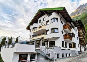 Das Alpenresort Lärchenhof von außen.