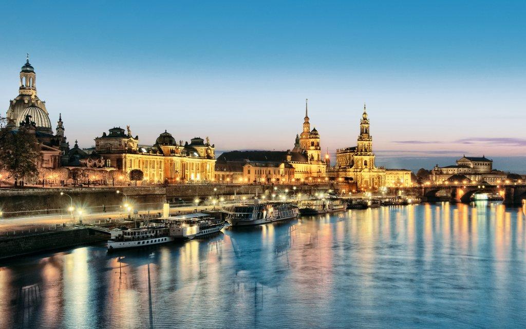 Dresden Elbufer am Abend
