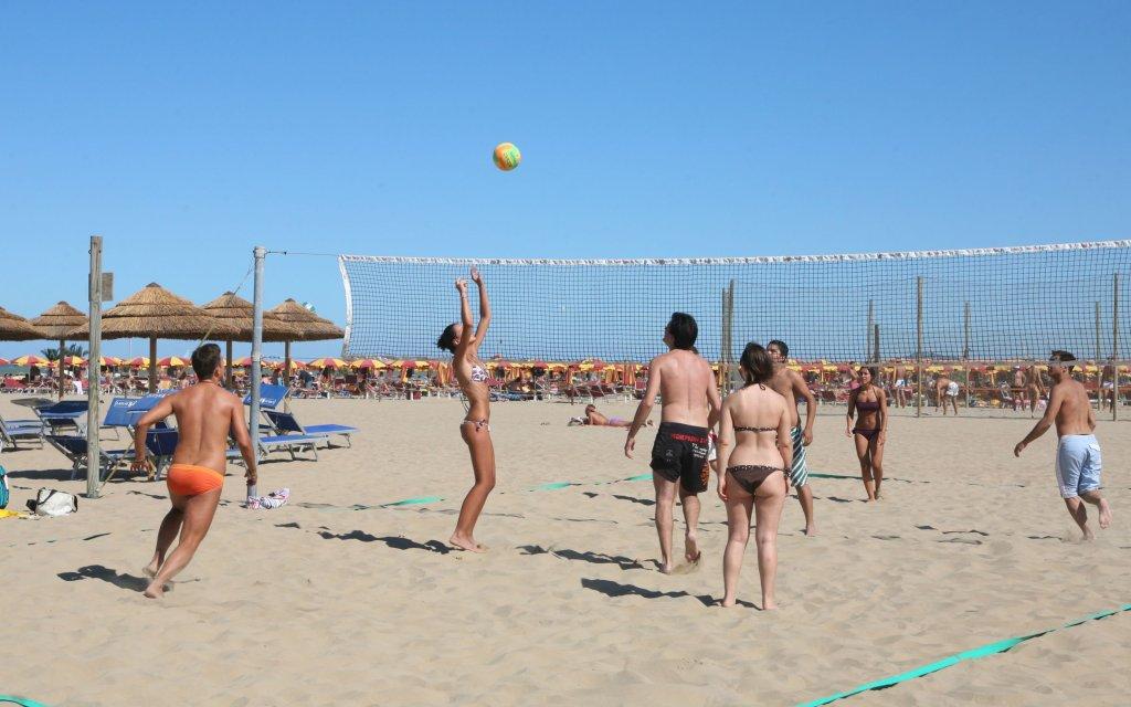 Volleyballspieler an der Adria