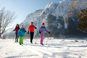 Familie im Winterurlaub